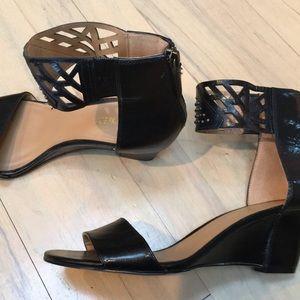 Nine West wedge sandals size 6 back zipper